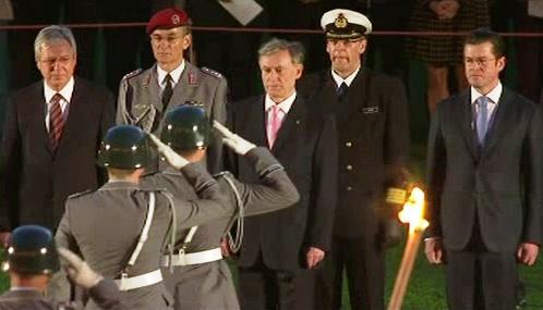 Vojenské čepobití na počest odstupujícího prezidenta Köhlera