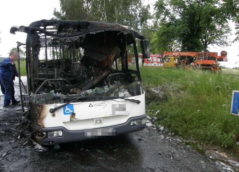 Torzo ohořelého autobusu