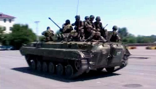 Vojáci v ulicích Oše