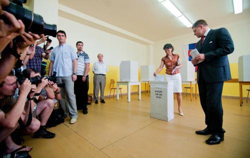 Robert Fico s manželkou Svetlanou u voleb