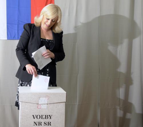 Iveta Radičová u volební urny
