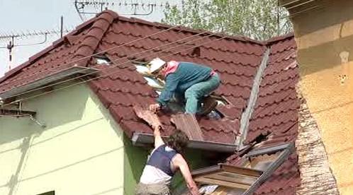 Střecha zničená vichřicí