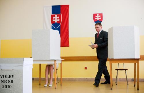 Robert Fico u volební urny