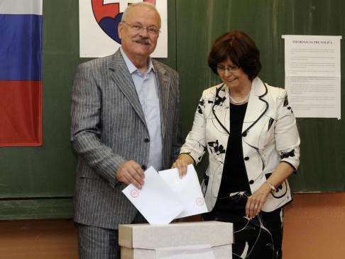 Ivan Gašparovič s manželkou Silvií u voleb