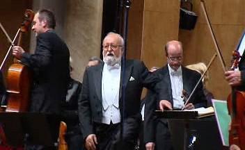 Perendecki během závěrečného potlesku