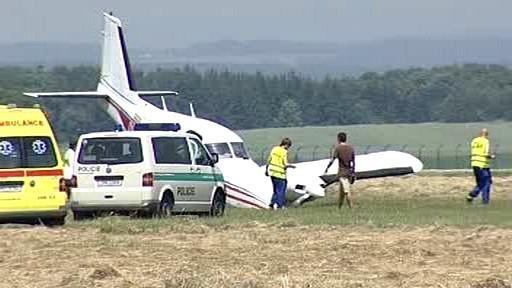 Na hradeckém letišti muselo nouzově přistát malé letadlo
