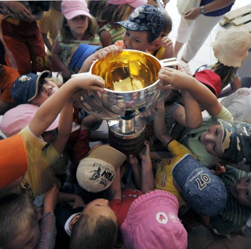 Mistři světa přivezli do troubek pohár a finanční pomoc