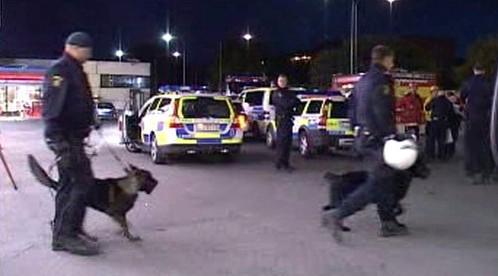 Švédská policie zasahuje proti vandalům