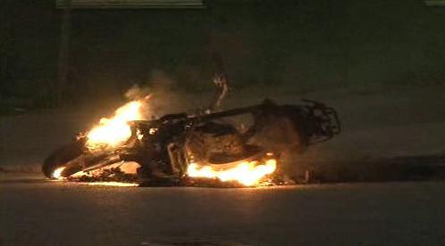Hořící motocykl ve Stockholmu