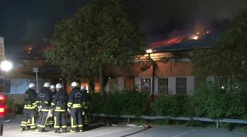 Švédští hasiči zasahují ve Stockholmu