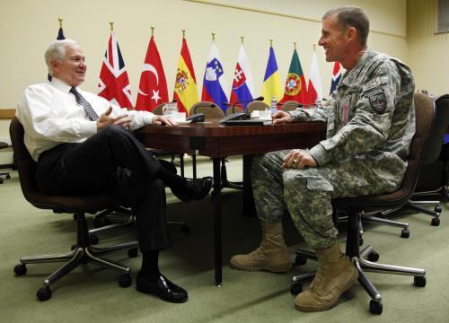 Ministr obrany USA se v Bruselu sešel i s vedoucím sil NATO v Afghánistánu
