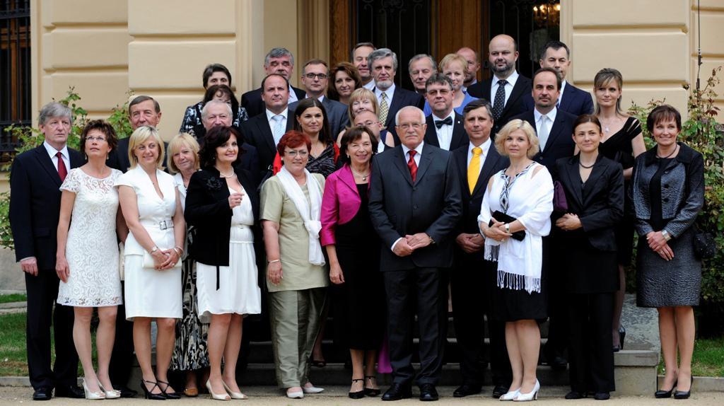 Prezidentský pár s představiteli vlády