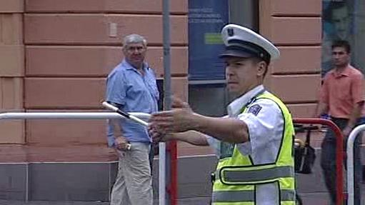 Policista při řízení dopravy