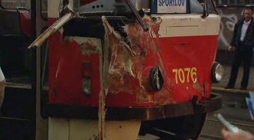 Srážka tramvaje s autobusem
