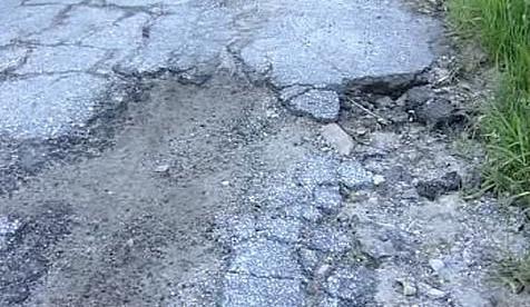 Rozbitá silnice