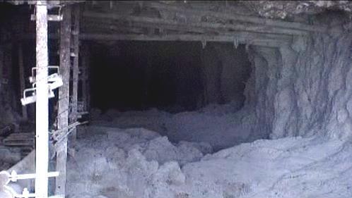 Opuštěná šachta, která sloužila jako hromadný hrob