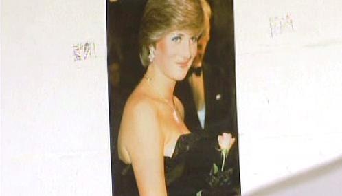 Princezna Diana v šatech od Davida a Elizabeth Emanuelových
