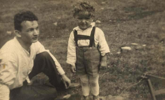 Malý Ladislav Smoljak na rodinné fotografii