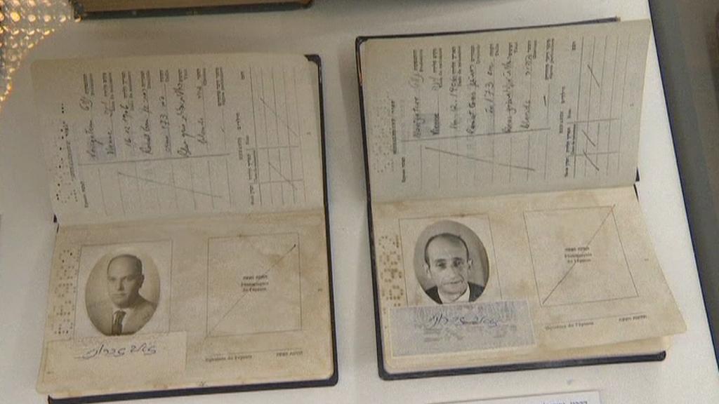 Exponáty na výstavě o Eichmannovi