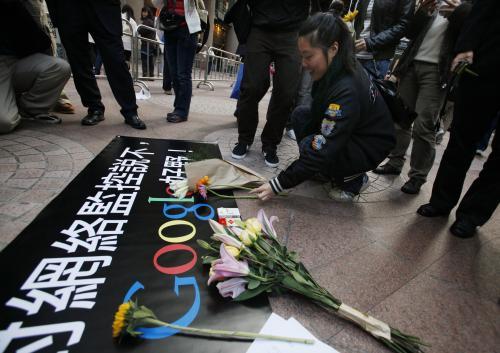 Květiny před sídlem Googlu v Hongkongu