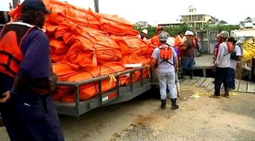 Záchranáři bojují s ropnou skvrnou