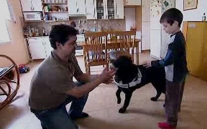 Rodina s asistenčním psem Kairou