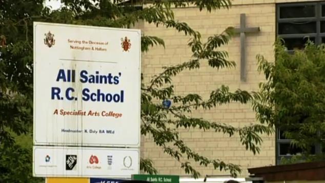 Škola, na níž zaútočil na žáka Peter Harvey