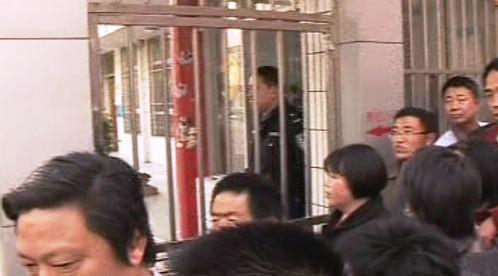 Útočník napadl děti ve školce