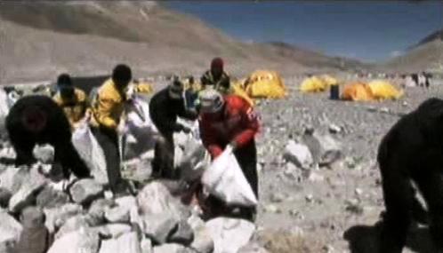Úklid odpadků na Everestu