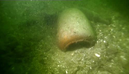 Urna na dně Curyšského jezera