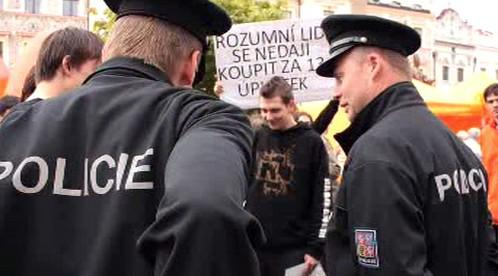 Policie zasahuje na mítinku ČSSD