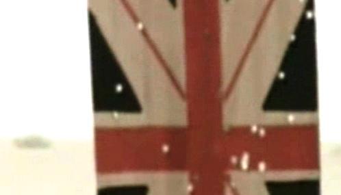 Rozstřílená britská vlajka