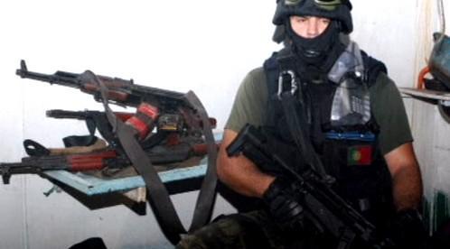Vojáci zabavili pirátům zbraně