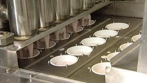 Plnění jogurtů