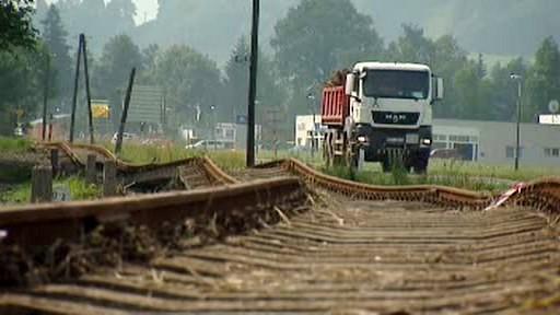 Poničená železniční trať