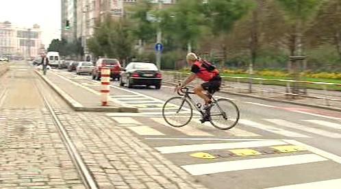 Cyklista na přechodu