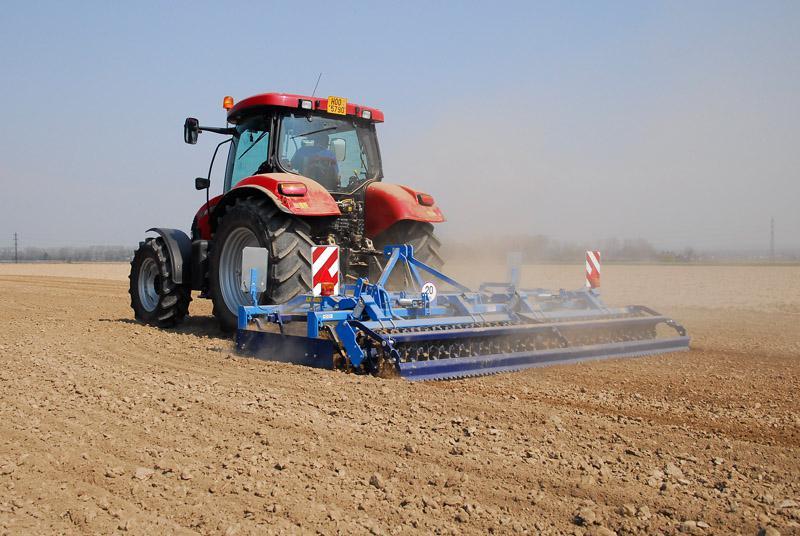 Zemědělské stroje Farmet