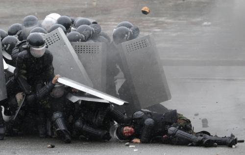 Krvavé střety policie s demonstranty v Biškeku