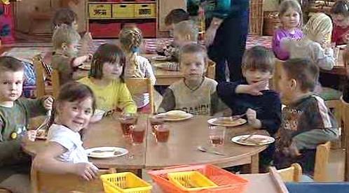 Děti v MŠ při obědě