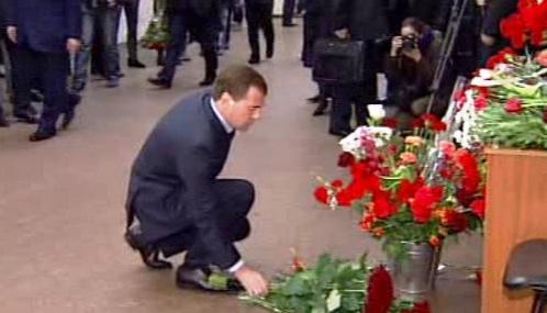 Dmitrij Medveděv na místě masakru