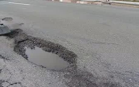 Poškozená silnice
