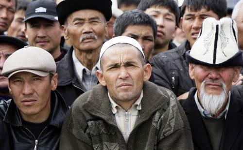 Příznivci  kyrgyzského prezidenta Kurmanbeka Bakijeva