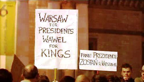 Poláci protestují: Varšava je pro prezidenty, Wawel pro krále