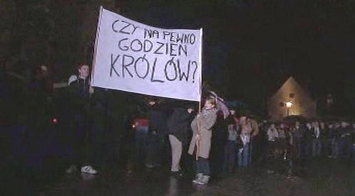 Protest proti rozhodnutí pohřbít polského prezidenta na Wawelu
