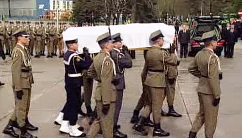 Rakev s ostatky Marie Kaczyńské