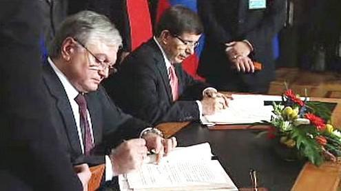 Podpis historické dohody mezi Tureckem a Arménií