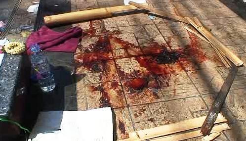 Krev na chodnících připomíná místo masakru v Bangkoku