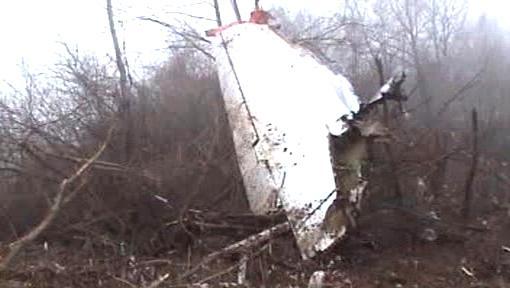 Trosky havarovaného letadla polského prezidenta