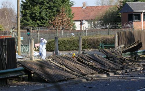 Výbuch nálože zranil v Belfastu muže