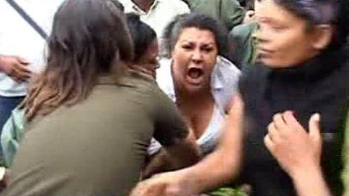 Protestující Dámy v bílém se střetly s vládními stoupenci